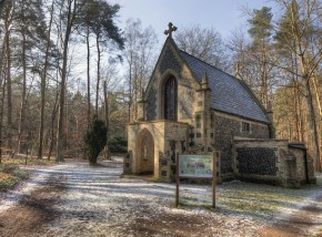 Mausoleum at Brandon Country Park © Nick Ford