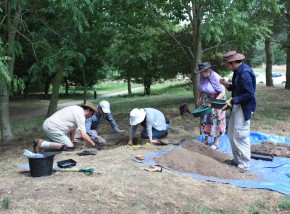 It's the pits: Archaeological training at West Stow.